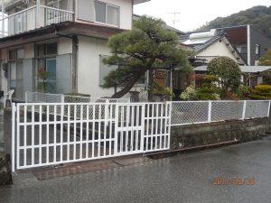 ペンキを塗り直したフェンス
