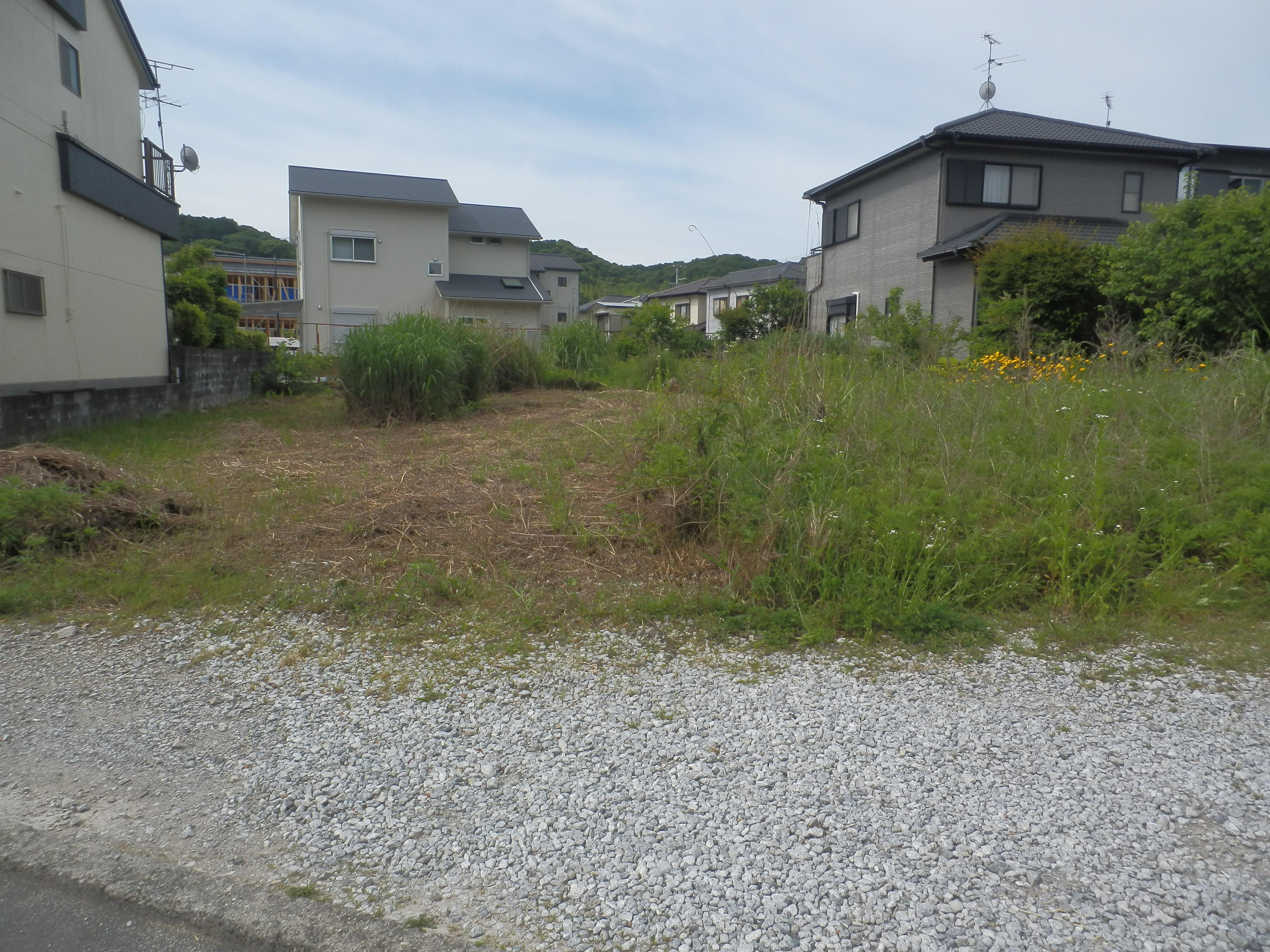 草刈り前駐車場です